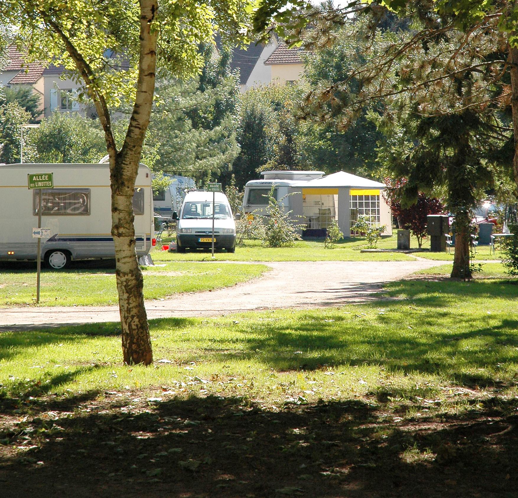 Le camping les quipements touristiques les grands for Piscine d auxerre