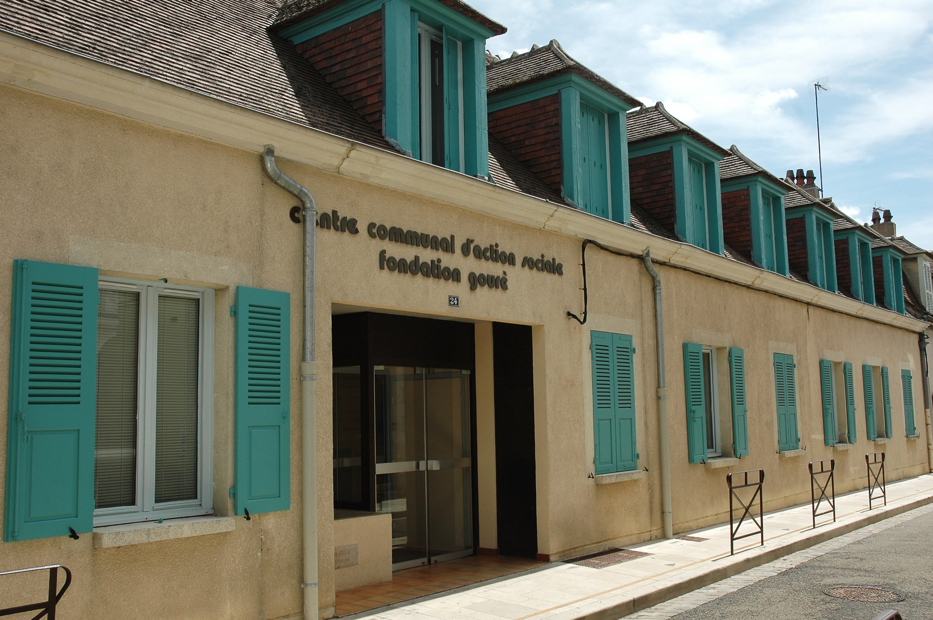 Centre communal d 39 action sociale sant et social for Piscine d auxerre
